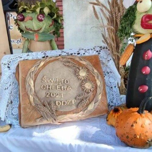 Seniorzy z Domu Dziennego Pobytu obchodzą Święto Chleba